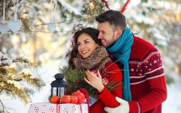 christmas pick up lines that will make the mistletoe blush